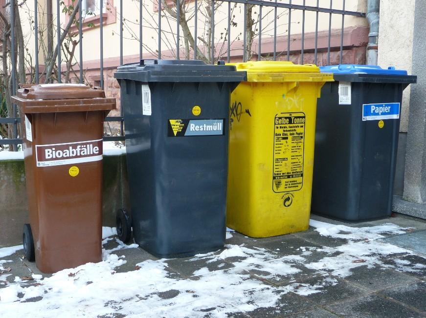 生活中常見垃圾桶
